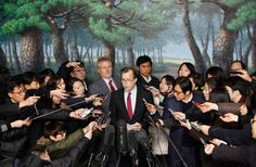 U.S. Special Representative for North Korea Policy Glyn Davies (center) attends a news conference at South Korea's foreign ministry after meeting with South Korea's chief nuclear envoy Lim Sung-nam in Seoul.