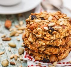 Biscuits with dried fruits and oatmeal to less than 100 calories - Easy And Healthy Recipes Healthy Cookies, Healthy Snacks, Healthy Recipes, Snack Recipes, Fruit Cookies, Vegan Snacks, Paleo Cookie Recipe, Cookie Recipes, Banana Nut