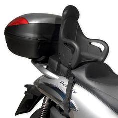Asientos especiales: para los niños hay asientos especiales para motos que se colocan en la parte trasera e incluso están preparados para sujetar los pies de los niños