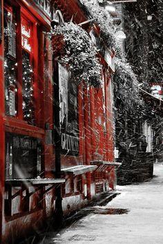 passionalmente:  our-amazing-world:  Snow @ Temple Bar - Amazing World  ⊰♥⊱⊰♥⊱ℙ.ℳ⊰♥⊱⊰♥⊱