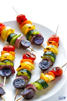 Rainbow Veggie Skewers - sorry, no recipe. Look at the variety of veggies, put on skewers, drizzle with olive oil and a little spice, and grill or roast to doneness desired. This would go great with any meat dish! Summer Grilling Recipes, Healthy Summer Recipes, Vegetarian Grilling, Healthy Grilling, Barbecue Recipes, Barbecue Sauce, Quick Recipes, Vegetarian Skewers, Grilling Chicken