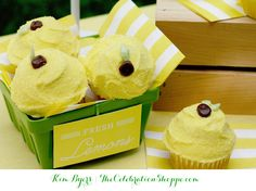 Lemon Cupcakes + Download Free Mini-Lemonade Stand Printables from @kimbyers
