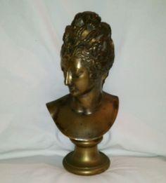 Statuette en bronze .( Houdan )