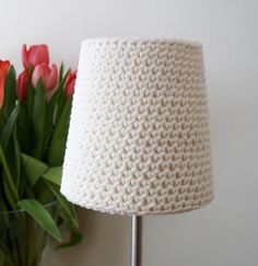 Beschrijving - A crocheted lamp eskjerm (Shade)  from pickles-You can make it!  I'd like to try it with a thick crochet needle and thick matte yarn in a swag lampshade