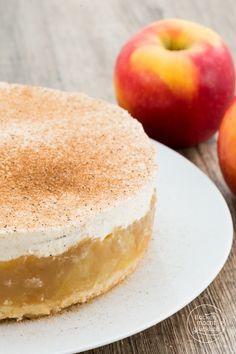 Apfeltorte mit Pudding und Apfelsaft