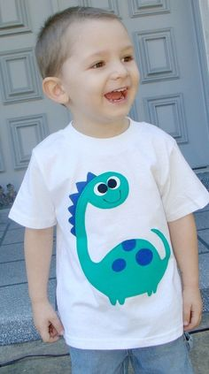 Boys Custom Applique Dinosaur Tshirt by OhBananas on Etsy Dinosaur Shirt, Cute Dinosaur, Shirt Embroidery, Embroidery Designs, Baby Outfits, Kids Outfits, Sewing Shirts, Sewing Appliques, Baby Art