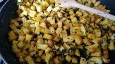 Délicieuses pommes de terre  à la coriandre verte,  C'est ma mère qui m'a fait découvrir cette recette que j'adore, légèrement citronnée cela se sert bien chaude que froid. Je préfère la version chaude qui est un véritable délice.