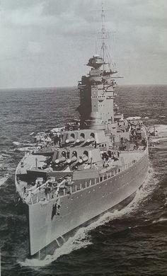 HMS Nelson (28) - Corazzata classe Nelson - Entrata in servizio 10 settembre 1930 - Dislocamento (alla costruzione) 34.490 t 39.000 t (a pieno carico) Lunghezza 220 m Larghezza 32 m Pescaggio 10 m Propulsione 8 caldaie 2 turbine Brown-Curtis 2 assi elica 45.000 CV Velocità (43,5 km/h) Autonomia 7.000 n.mi. a 16 nodi (13.000 km a 30 km/h) Equipaggio 1.361 - Radiata nel 1948