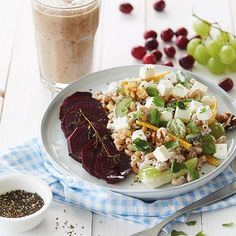 Lekker recept gevonden: Pastasalade met bieten, walnoten, feta en druiven
