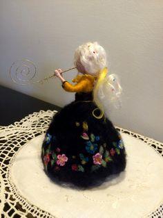 Hadas fieltro de la aguja Waldorf inspirado hada con flauta
