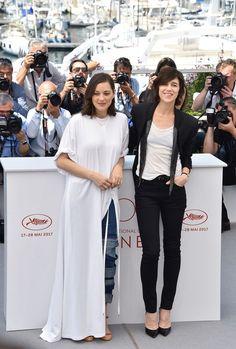 """Marion Cotillard et Charlotte Gainsbourg, têtes d'affiche du film """"Les Fantômes d'Ismaël""""présenté à la cérémonie d'ouverture du Festival de Cannes 2017."""