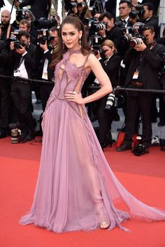 Araya A. Hargate Cutout Dress - Araya A. Hargate flashed plenty of flesh in a sheer lavender cutout gown by Atelier Versace at the Cannes premiere of 'Money Monster.'