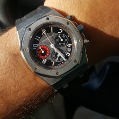 REPOST!!!  Any AP fans here? The year I graduated from college was when AP released this limited edition Cityofsails #alinghi #royaloak chronograph to celebrate its 30th anniversary and its participation in Alinghi sails in Auckland New Zealand.  Only 14 years later did I finally get a chance to strap one on. Thanks to my friend Joshua for making this happen 🙏 @europeanwatchco  #audemarspiguet #audemarsalinghi #alinghi #steelchronograph #startstopreset #apcityofsails #chronograph #hodinkee…