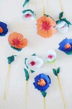 Hace algun tiempo les trajimos como hacer flores de papel enrolladas y les gustaron tanto que ahora decidimos traerles otro motivo para que puedan hacer. Siempre es bueno saber como hacer este tipo de manualidades ya que nos sirven para cualquier tipo de eventos. También le traemos plantillas para que les sea mucho mas fácil el armado de las flores. Ya no tendrán excusas para armar estas hermosas flores.   http://www.todomanualidades.net/2015/05/como-hacer-un-ramo-de-flores-de-papel/