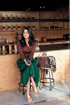 Gorgeous dressy womens outfits in 2020 Office Fashion, Work Fashion, Skirt Fashion, Fashion Outfits, Fasion, Casual Fall Outfits, Cute Outfits, Fashion Tips For Women, Womens Fashion