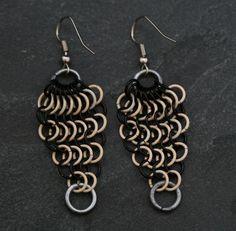 Diese Ohrringe bestehen aus anodisierten Kupferringen und Eisendrahtringen.  Die Ringe sind wunderbar leicht und angenehm im Ohr zu tragen.    +Alle K