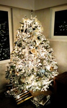 love the look of flocked christmas trees looking for a way to get the look i want without spending five hundred bucks for a four foot tall version - Flocked Real Christmas Tree