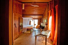 Interior em madeira -  Hotel Vila Naia | Corumbau, Bahia