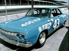 1964 - Richard Petty's Plymouth Fury, (his first Daytona 500 win and first NASCAR championship) . Nascar Race Cars, Old Race Cars, Sports Car Racing, Drag Racing, Auto Racing, Richard Petty, King Richard, Plymouth Fury, Look Retro
