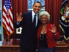 Obama y la teniente Uhura!!