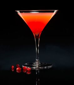 2 oz. Pisco Portón 1 oz. pomegranate juice  1 oz. tangerine juice  Sugar to taste  Combine ingredients in a shaker with ice. Shake well and strain into a martini glass. Garnish with pomegranate seeds.