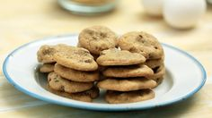 Watch Martha Stewart's The 5-Ingredient Chocolate Chip Cookie Recipe Video. Get more step-by-step instructions and how to's from Martha Stewart.