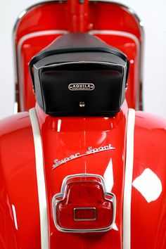 Best Vespa i& ever seen. I love RED. See more perfect scooter from Green Tree Scooters Scooter Shop, Best Scooter, Piaggio Vespa, Lambretta Scooter, Fiat 500, Motor Cafe Racer, Vespa Motor Scooters, Classic Vespa, Classic Bikes