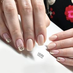 The advantage of the gel is that it allows you to enjoy your French manicure for a long time. There are four different ways to make a French manicure on gel nails. The choice depends on the experience of the nail stylist… Continue Reading → Wedding Nails For Bride, Bride Nails, Wedding Nails Design, Wedding Makeup, Wedding Manicure, Mauve Wedding, Nagellack Trends, Super Nails, Nagel Gel