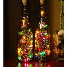 Garrafas + pisca-pisca =  Lindo enfeite de natal! Inspire-se!  #frescurasdatati #piscapisca #natal #enfeitedenatal #garrafas #inspiracao