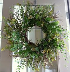 I love natural looking wreaths! Wreath Crafts, Diy Wreath, Door Wreaths, Grapevine Wreath, Wreath Ideas, Love Natural, Summer Wreath, Decoration, Grape Vines