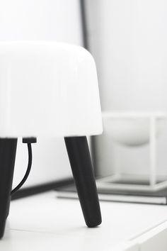 Via Noe Pa Hjertet | Black and White | AndTradition Milk Lamp