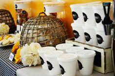 coffee store con detalles personalizados