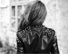For all rock style girls…here are 27 great outfit ideas and clothing combinations in rock style. Biker jackets and biker boots, leather pants and leather Rock Chic, Rock Style, Glam Rock, Style Me, Girl Style, Spiked Leather Jacket, Studded Jacket, Leather Pants, Moda Rock