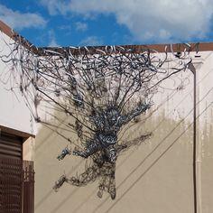 """Skydiver"" de DALeast, em Miami, EUA. #artes #arts #art #arte #impacto#artederua #arteurbana #mural#pinturamural#streetart#urbanart #design#architecturelover  #architecture#arquitetura #projetocompartilhar #davidguerra #photography #fotografia #shareproject #skydiverdaleast #daleast #miami #eua #usa"
