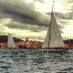 """Superbe photo """"retour à Saint-Tropez... Back to #SaintTropez with this beautiful boat ➡️ Tag & Follow #golfesttropez to be repost Saint Tropez, Provence, World's Most Beautiful, Mediterranean Sea, French Riviera, Fes, Sailing Ships, Boat, Earth"""