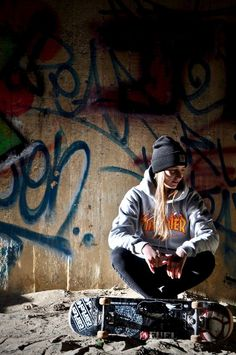 The largest selection of the latest skateboard clothing in share now. Look Skater, Skater Girl Style, Skater Girl Outfits, Penny Skateboard, Skateboard Girl, Skateboard Clothing, Skate Girl, Burton Snowboards, Longboarding