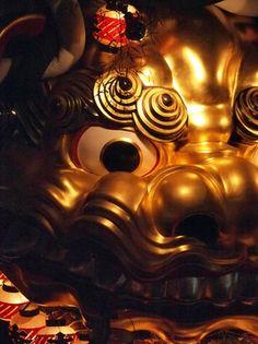 佐賀県、唐津くんち 毎年11月2日の夜に行われる 宵曳山の様子。