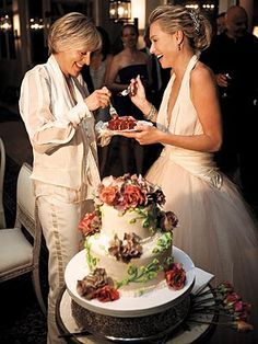 Sweet cake! | Ellen & Portia's Wedding Album - SHARE & SHARE ALIKE - Weddings : People.com – More at http://www.GlobeTransformer.org