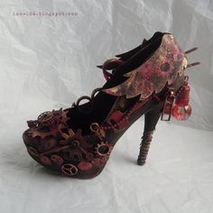 Craft Walks: Steampunk altered shoe. Can be used as home decor, phone holder, jewelry storage.  #shoe #alteredshoe #steampunk