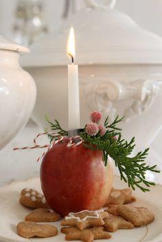 Apple candle holders and gingerbread Swedish Christmas, Noel Christmas, Country Christmas, Winter Christmas, All Things Christmas, Christmas Crafts, Simple Christmas, Christmas Feeling, Minimalist Christmas