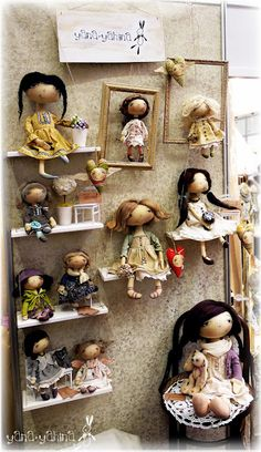 cute way to display dolls Craft Show Displays, Craft Show Ideas, Fun Ideas, Doll Display, Bear Doll, Displaying Collections, Soft Dolls, Cute Dolls, Fabric Dolls