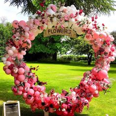Wedding Backdrop Ideas (Hoop, Circular Stand) You can use a large hoop or circular backdrop as the frame for a balloon garland, pampas grass, feathers, greenery and f. Balloon Backdrop, Balloon Garland, Balloon Decorations, Birthday Decorations, Balloon Ideas, Colorful Centerpieces, Party Centerpieces, Bridal Shower Decorations, Wedding Decorations