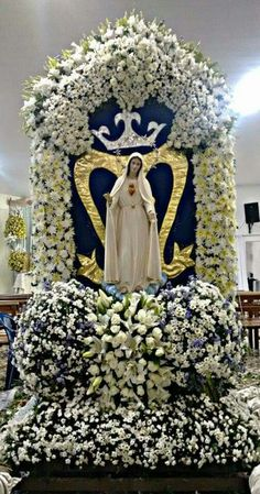 Blessed Mother Mary, Divine Mother, Blessed Virgin Mary, Church Flower Arrangements, Church Flowers, Mother Images, Home Altar, Lady Of Fatima, Queen Of Heaven