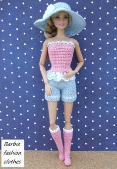 Chic y casual. Crochet Barbie Patterns, Crochet Doll Dress, Barbie Clothes Patterns, Crochet Barbie Clothes, Moda Barbie, Barbie Et Ken, Barbie Doll, Fashion Dolls, Fashion Outfits