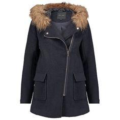 Cooler #Kurzmantel in #Dunkelblau von #New #Look. Der Mantel wirkt super lässig mit großen #Taschen und einem #Kunstfellbesatz an der Kapuze. ♥ ab 69,95 €