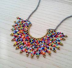 Collar de Media Luna Multicolor Hecho a mano por Luciana
