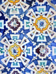 Colourful #ceramic tiles (#azulejos), Palacio da Bacalhôa, Azeitão, #Portugal