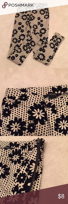 Floral Leggings Super cute black and white leggings. Very soft and comfortable material with a side zipper. 34.5 inches in length. ▪️new without tags▪️ ‼️BUNDLE and save 15%‼️ Forever 21 Pants Leggings