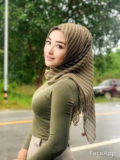 Asian Cute, Cute Asian Girls, Muslim Girls, Muslim Women, Arab Women, Arab Ladies, Indonesian Girls, Hijab Chic, Girl Hijab