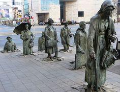 O monumento de um transeunte anônimo , Wroclaw, Polônia